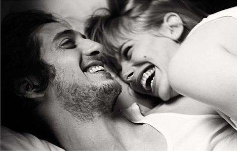 Az együtt nevetés gyakran többet ér mint egy párterapeuta...